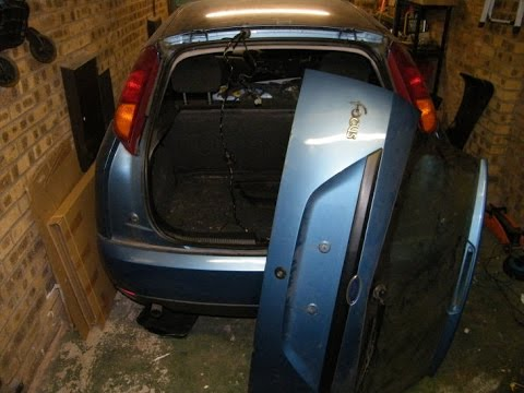 Ford Focus Tailgate Removal on