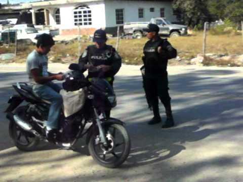 Sobornando a la policía de San Juan Intibuca Honduras.