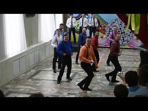 Чиновники мэрии Нижнекамска устроили танцевальный флешмоб для сотрудниц исполкома