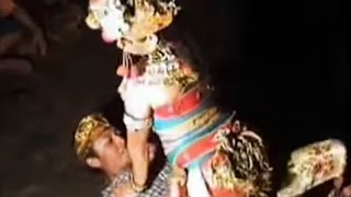 Download Video Hot dancer bumbung she's very interesting audience MP3 3GP MP4
