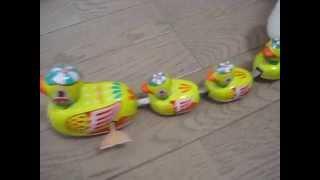 中華製ブリキ玩具、ゼンマイ走行 アヒルの家族 Wind Up Duck Family