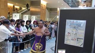【大相撲KITTE場所】 白鵬はファンにサインのサービス/関取の出入り (2...