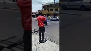 Moto Lamborbini en acción - Quito Ecuador
