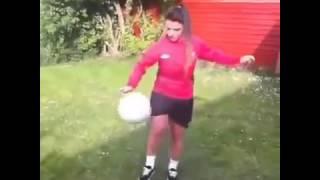 Девушка и мяч, это круто