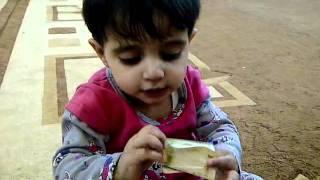 أصغر بنت سعودية تحب صورة الملك عبد الله