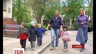 У Тернополі живе жінка, яка народила три пари двійнят