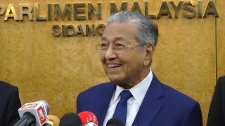 Tun M denies rumour of Cabinet reshuffle (FULL PC)