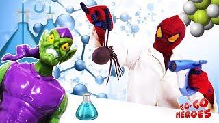 ЧЕЛОВЕК ПАУК ставит эксперименты Как превратить паука в ЗЕЛЕНОГО ГОБЛИНА Супергерои в реальной жизни