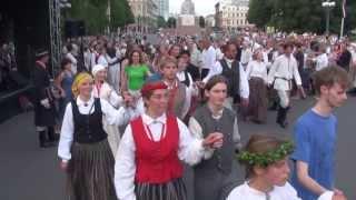 Dziesmu svētki 2013,folk. dienas danči pie Brīvības pieminekļa 6.07.2013 -00463