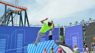 Bounce and Flip slackline show