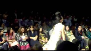vuclip Fashion Pakistan Week 2 FPW Day 01 karachi 2010 vid 2 ramp slip fall