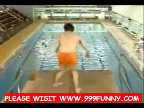Funny mr bean goes to the swimming pool youtube Mr bean swimming pool video download