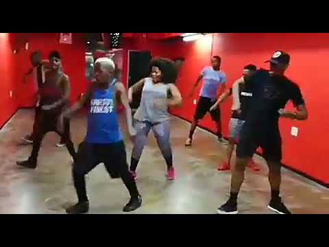 Busiswa dance moves