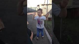Приколы с детьми/Мальчик поет песню Лада-седан баклажан