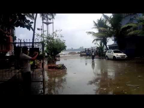 Seawater entering Shivaji park area, Video shot in July 2014
