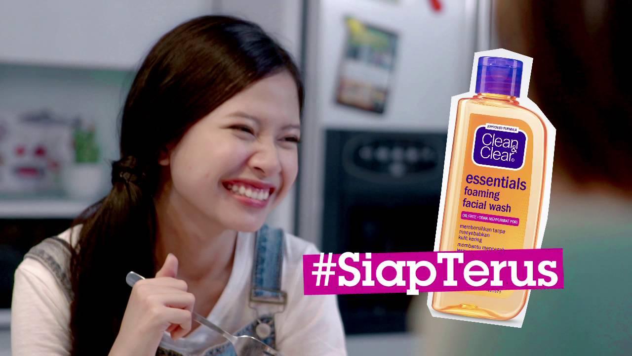 Bintang Iklan Clean & Clear Foaming Facial Wash