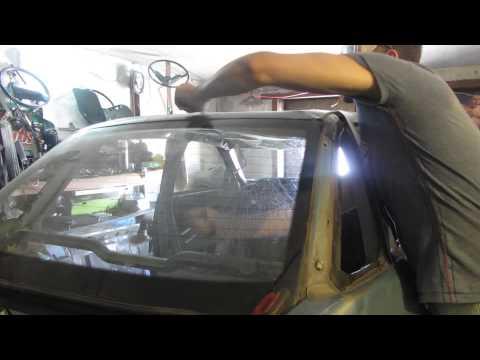 Срезаем вклеенное заднее стекло на ВАЗ 2110