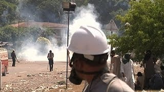 Raw: Protesters Clash With Pakistan Police