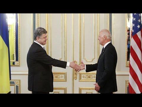 """À Kiev, Joe Biden dénonce """"l'agression russe"""""""