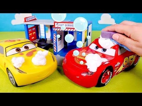Cars se dan un baño de espuma 💦🚖 Rayo Mcqueen y Cruz hacen una carrera y se dan un baño