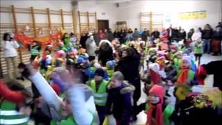 St.-Jozef Lombardsijde doet de Welkomstdans voor Sinterklaas