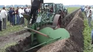 Прикол  Один Трактор заменяет трех