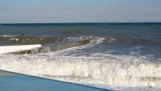 Шторм в крыму (г. Алушта).MOV(поверить только и я купался в этот шторм. Было действительно страшно :) Остальные видео моего путешествия..., 2012-11-05T20:06:27.000Z)