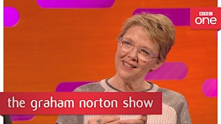 Video Annette Bening's Oscar pact with Whoopi Goldberg - The Graham Norton Show: 2017 - BBC One download MP3, 3GP, MP4, WEBM, AVI, FLV Agustus 2018