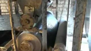 ВИДЕО ПРОЦЕССА ПРОИЗВОДСТВА РУБЕРОИДА(Cкачено с http://delo1.ru/main/view/video. Вы можете посмотреть работу линии по производству рубероида и пергамина. Обору..., 2012-02-05T11:25:46.000Z)
