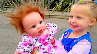 Кукла реборн как ЖИВАЯ КУКЛА Игры Для Детей  КАК МАМА Подарок ЭЛЬВИРЫ ДЕНЬ РОЖДЕНИЯ Видео для детей