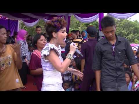 Irma Darmawangsa menggoyang penonton