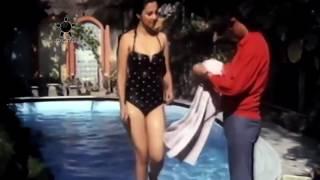 In Munmun bikini sen