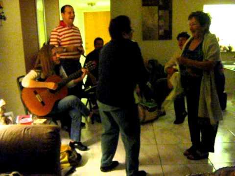 En casa de Clara y Javier baila negra 016