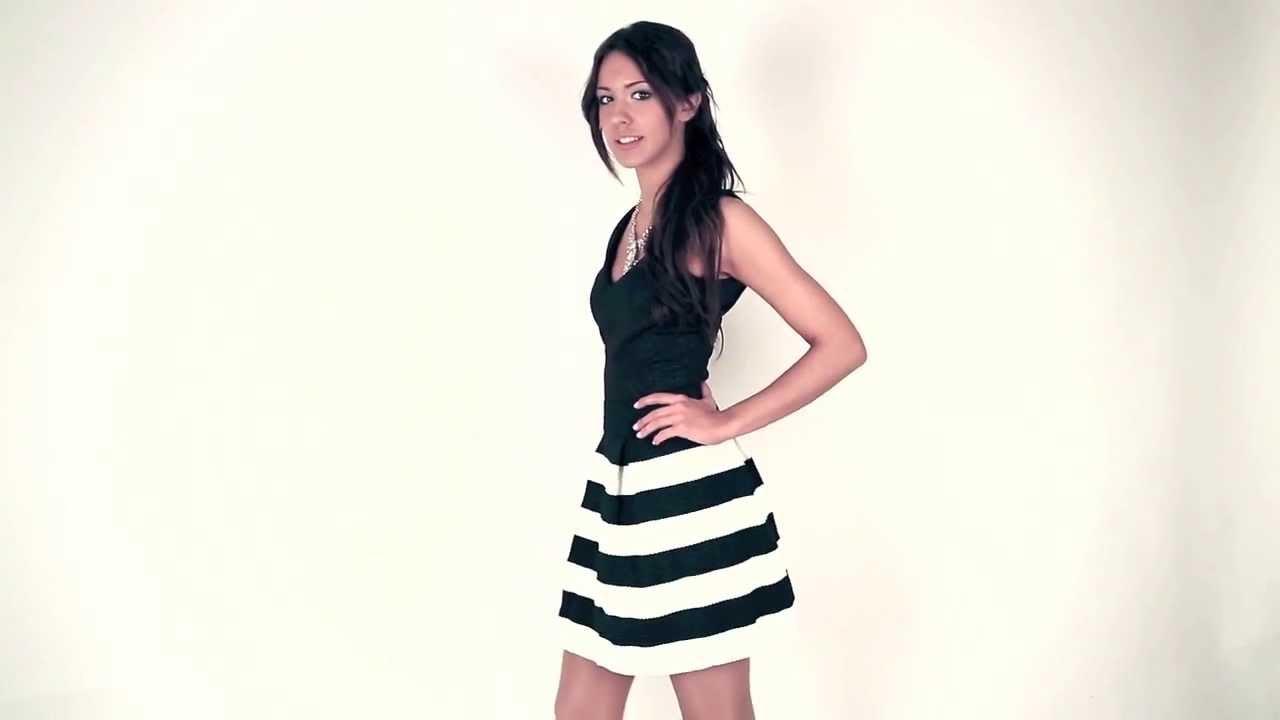Falda negra en tienda de ropa 1 - 3 2