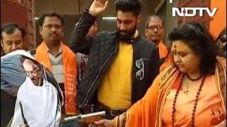 पुलिस गिरफ्त में पूजा शकुन पांडे