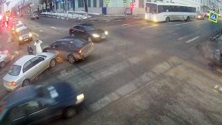 ДТП в Серпухове. Девушка на красный... 15 февраля 2017г.(ДТП в Серпухове. Девушка на красный... 15 февраля 2017г. IP-видеонаблюдение