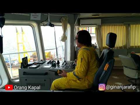 Lepas Sandar Dari Accommodation Work Barge