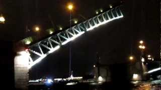 St. Petersburg Bridges Raising, video from river (развод мостов в Питере)(, 2013-01-05T17:11:38.000Z)