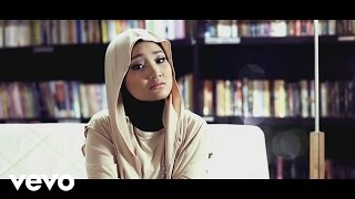 Music video by Fatin performing Aku Memilih Setia. (P) 2013 Sony Music Entertainment Indonesia http://vevo.ly/AewZHH.