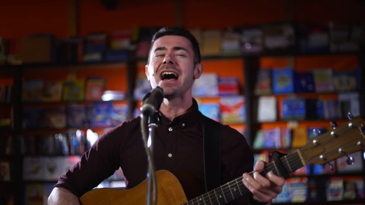 Dylan Murphy - Lonely Planet (Live in Bell Book and Candle, Galway)