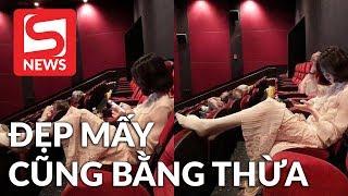 Dân mạng chỉ trích gái xinh hồn nhiên gác chân trong rạp phim!