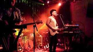 """Twin Shadow - """"Tether Beat"""" (Live at Paradiso, Amsterdam, february 15th 2011) HQ"""