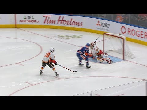 David Rittich extends for spectacular glove save on Nugent-Hopkins