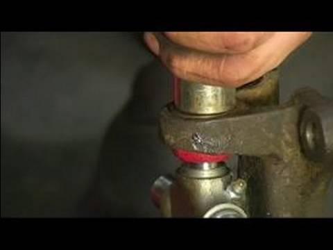 Replacing a Rear Axle U Joint : Preparing & Installing ... | Doovi