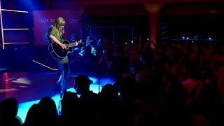Taylor Swift - Gorgeous (acoustic live)