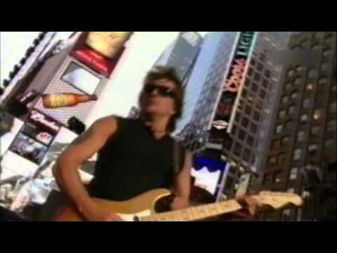 Bon Jovi - You Give Love a Bad Name (live at Times Square 2002)