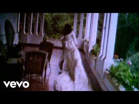 Music video by Marisa Monte performing Voce Nao Serve Pra Mim /Borboleta (2004 Digital Remaster).