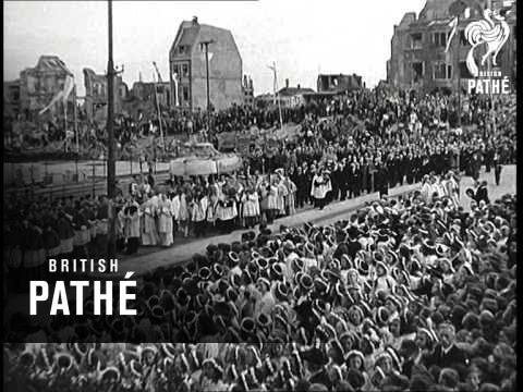 Corpus Christi In Cologne (1947) / Prozession durch Köln