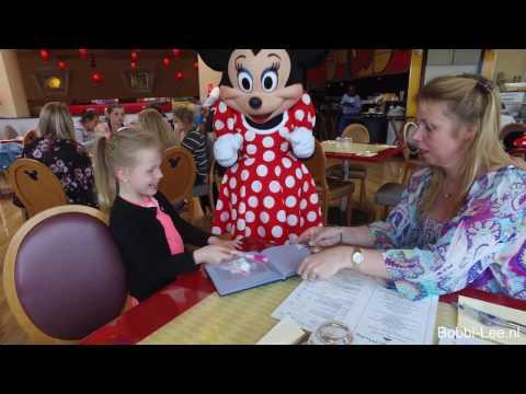 Bobbi-lee haar tweede dag in Disney Land Parijs. Overal Mickey Mouse, Goofy. #606-G   DJI OSMO