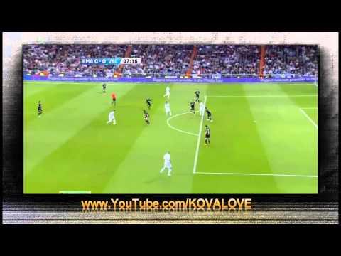 Cristiano Ronaldo Amazing Shot vs Valencia 08/04/12